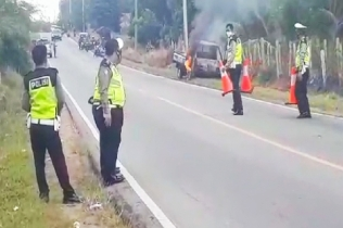 Mobil Carry Pick Up Terbakar di Jalan Raya Sungailiat